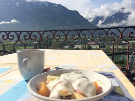 Goldswil, Schweiz: Breakfast view on the terrace