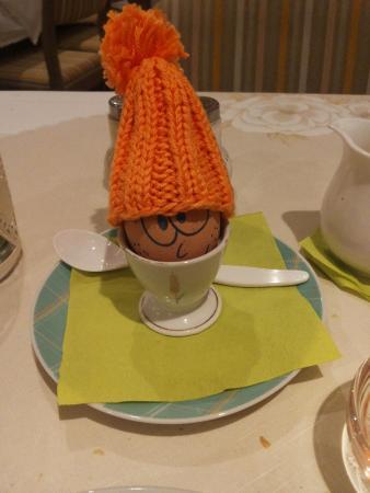 Hotel zur Muehle : ein freundliches Frühstücksei bringt schon am Morgen mind. ein Lächeln