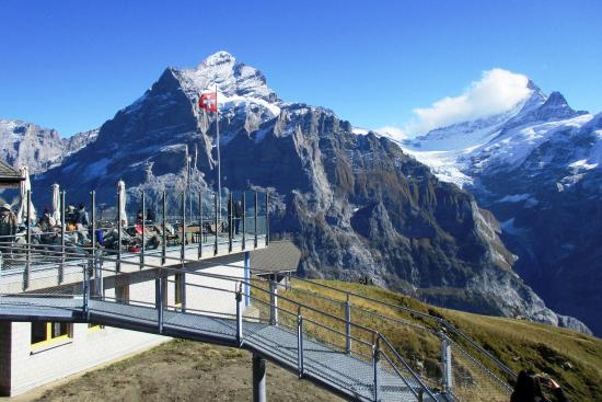 Grindelwald, Suiza: Swiss flag at First