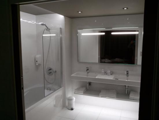 Salle de bain photo de brit h tel saint brieuc pl rin pl rin tripadvisor - Salle de bain saint brieuc ...