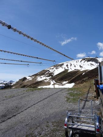 Grindelwald, Suiza: Bottom of the zip line looking to the drop-off station