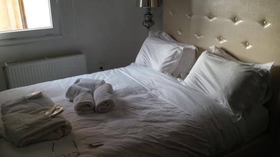 Athens Diamond Homtel: Schlafbereich mit Blick auf die Akropolis