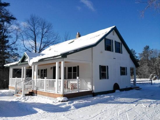 Biwabik, MN: Farmhouse in winter