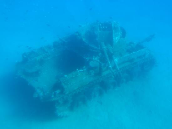 Neptune Boat: underwater tank