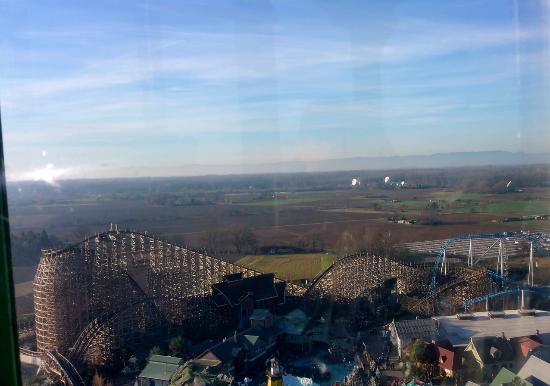 Vue du parc prise dans la nacelle de la grande roue - Hotel colosseo europa park ...
