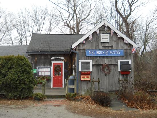 Woodstock, CT: front of Mrs. Bridges' Pantry