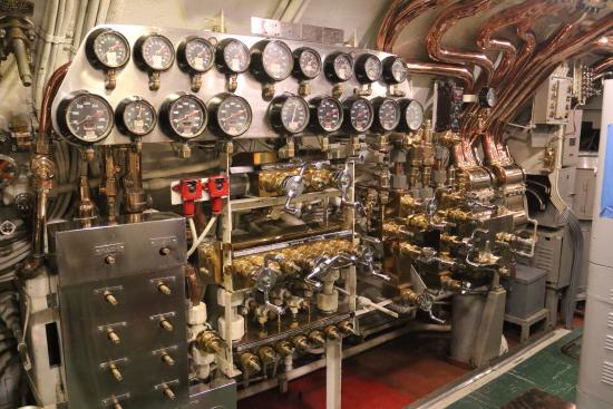 inside submarine - Picture of USS Bowfin Submarine Museum & Park ...
