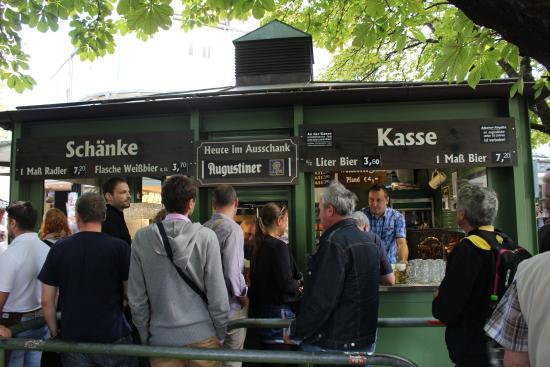 Biergarten Viktualienmarkt: pick up and pay for your beer here