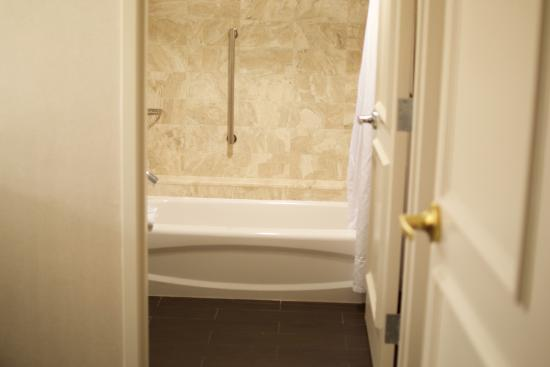 Hilton Alexandria Old Town: leading into the tub area. Beautiful tiles and toilet is tucked to the side shower