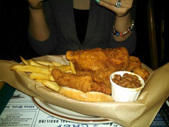 Woodbury, Κονέκτικατ: Chicken basket got great reviews!