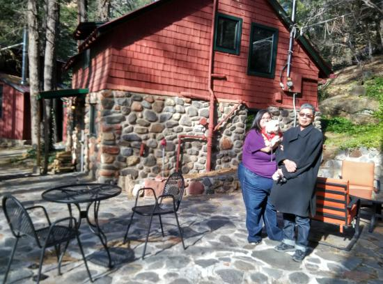 The Butterfly Garden Inn: Cabin #19 has the BBQ , and eating area just on the side