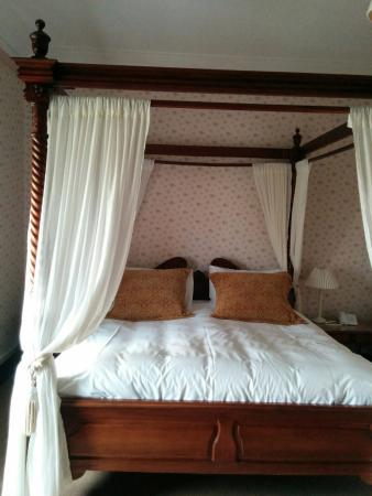 Dalrachney Lodge Hotel: The incredible four poster bed