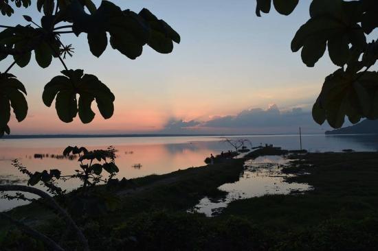La Casa De Don David: Sunset from the hotels lake viewing platform