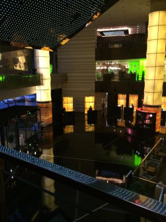 The Westin Beijing Chaoyang: Westin Chaoyang's spacious lobby