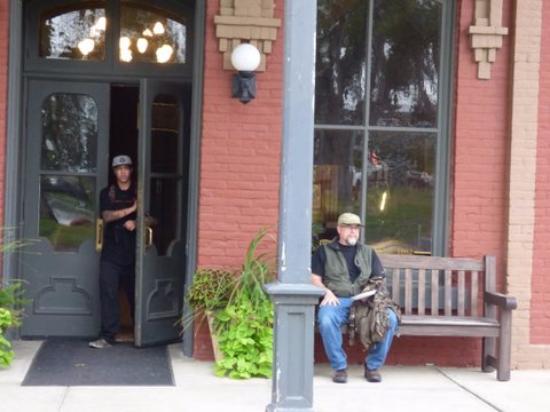 Fort Benton, MT: Entrance to Hotel