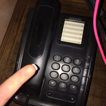 Hotel Casona de la Torre: Teléfono lleno de polvo