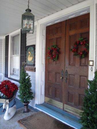 Whistling Swan Inn: exterior