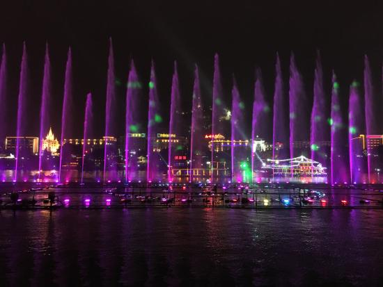 Liuzhou, Kina: Fountain on River Liu