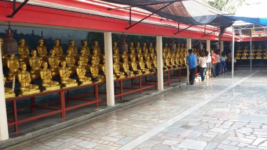 Amphawa, Thailand: พระพุทธรูป 1250 องค์