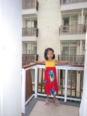 Adhi Jaya Sunset Hotel: Waiting for my Mom's