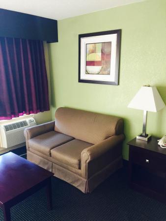 Mansfield, LA: Sitting Area in King/Queen Rooms