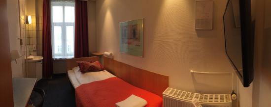 Saga Hotel: single room