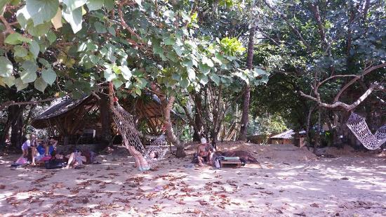 Aonang Cliff Beach Resort: Beach Club