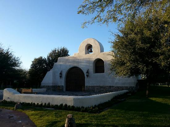Tubac, AZ: The chapel on site here....Beautiful!