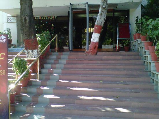 Sayaji Hotel: entrance