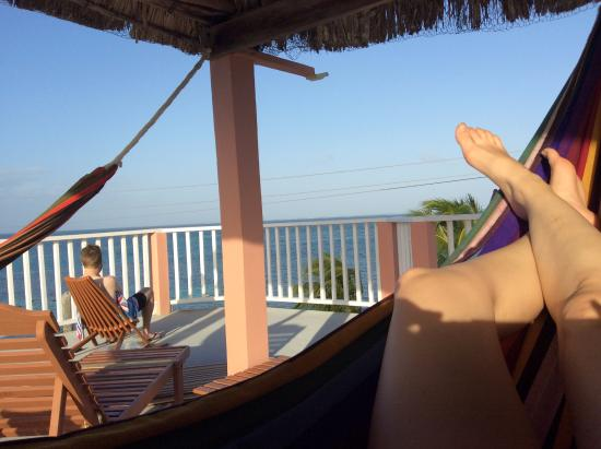 Caye Caulker Condos: Hammocks on rooftop.