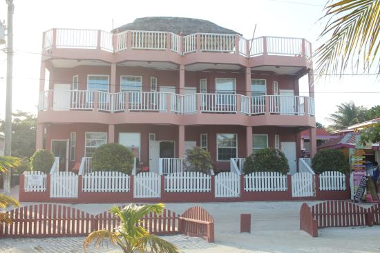 Caye Caulker Condos: Front of hotel.