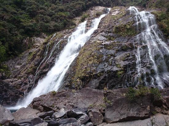 Oko Fall: 雨が降った後は、流量が多い