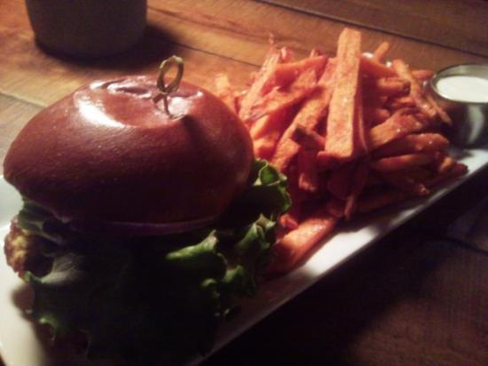 Vernon, Kanada: fluffly grain burger was similar to the bun