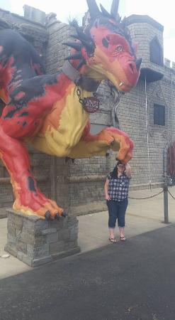 Ghostly Manor Thrill Center: Outside Dragon