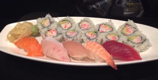 Sushi Omakase: Sushi sampler deluxe