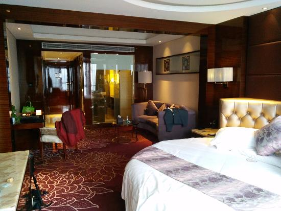 Huaihua, China: Romantic Room 26th Floor - Round Bed