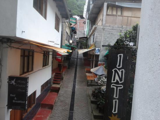 Hatun Inti Classic: 早朝、部屋から表通りの眺め