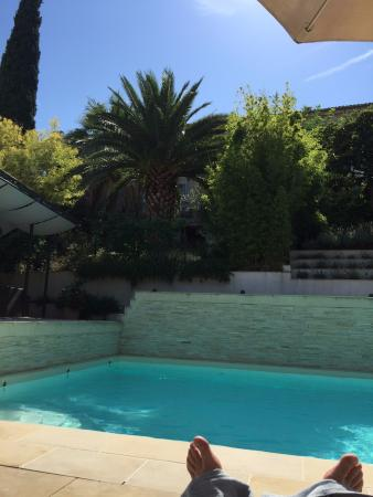 Roujan, فرنسا: The pool and sundeck