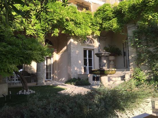 Roujan, Francia: The garden