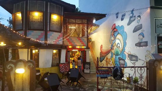 Popchuco Art Gallery Homestay