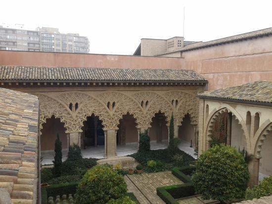 Les jardins picture of palacio de la aljaferia zaragoza for Jardin zaragoza