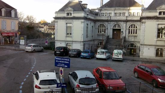 Hotel l'Astrolabe : Place Léon Mondiondou et Palais de justive vus du 1er étage de l'hôtel