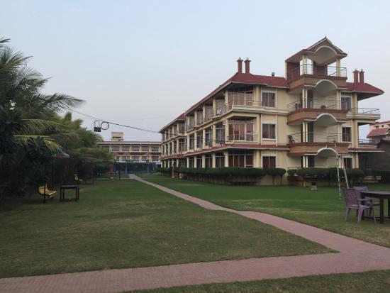 Hotel Sonar Bangla - Mandarmoni: lush green garden