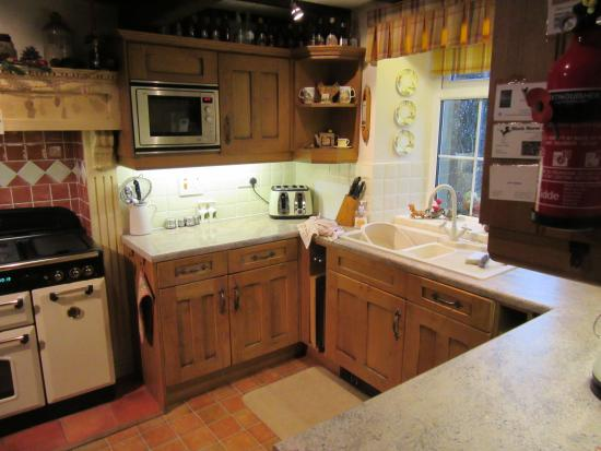 Kettlewell, UK: Well-equipped kitchen