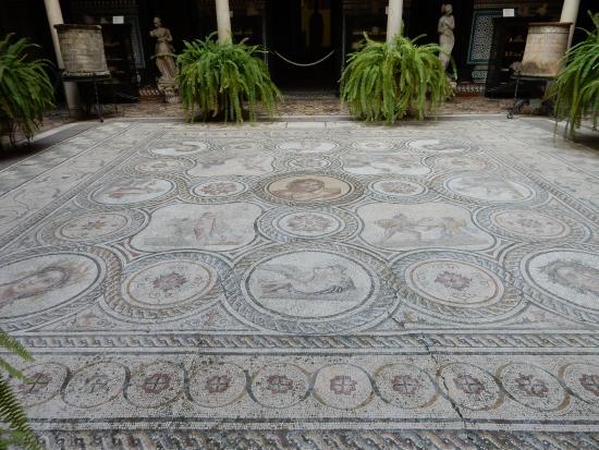 Mosaico romano nel patio principale fotograf a de museo for Alquiler de casas en lebrija sevilla