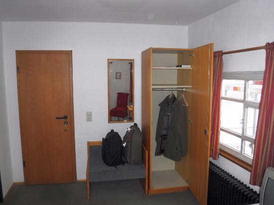 Laupheim, Deutschland: Room / Комната