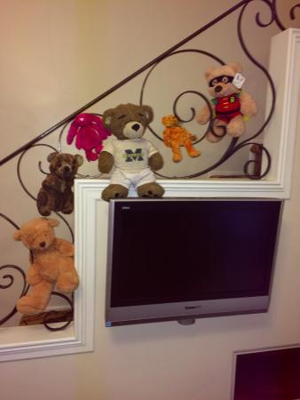 Le Manoir d'Auteuil: My teddy bears love this stairwell!