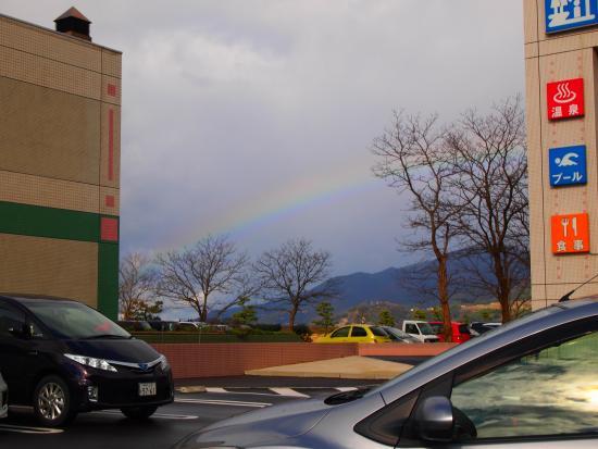 Echizen-cho, اليابان: 駐車場から日本海にかかる虹を眺める!