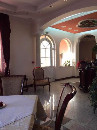 Garni Hotel Andjelika: Entrance area & dining tables