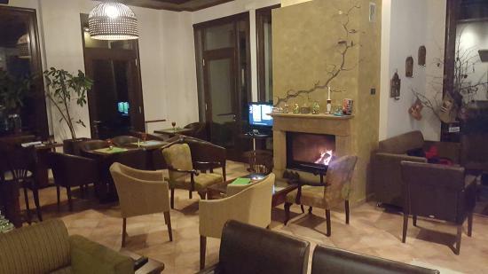 St. George Hotel: χαλαρωση με καφε και τζακι